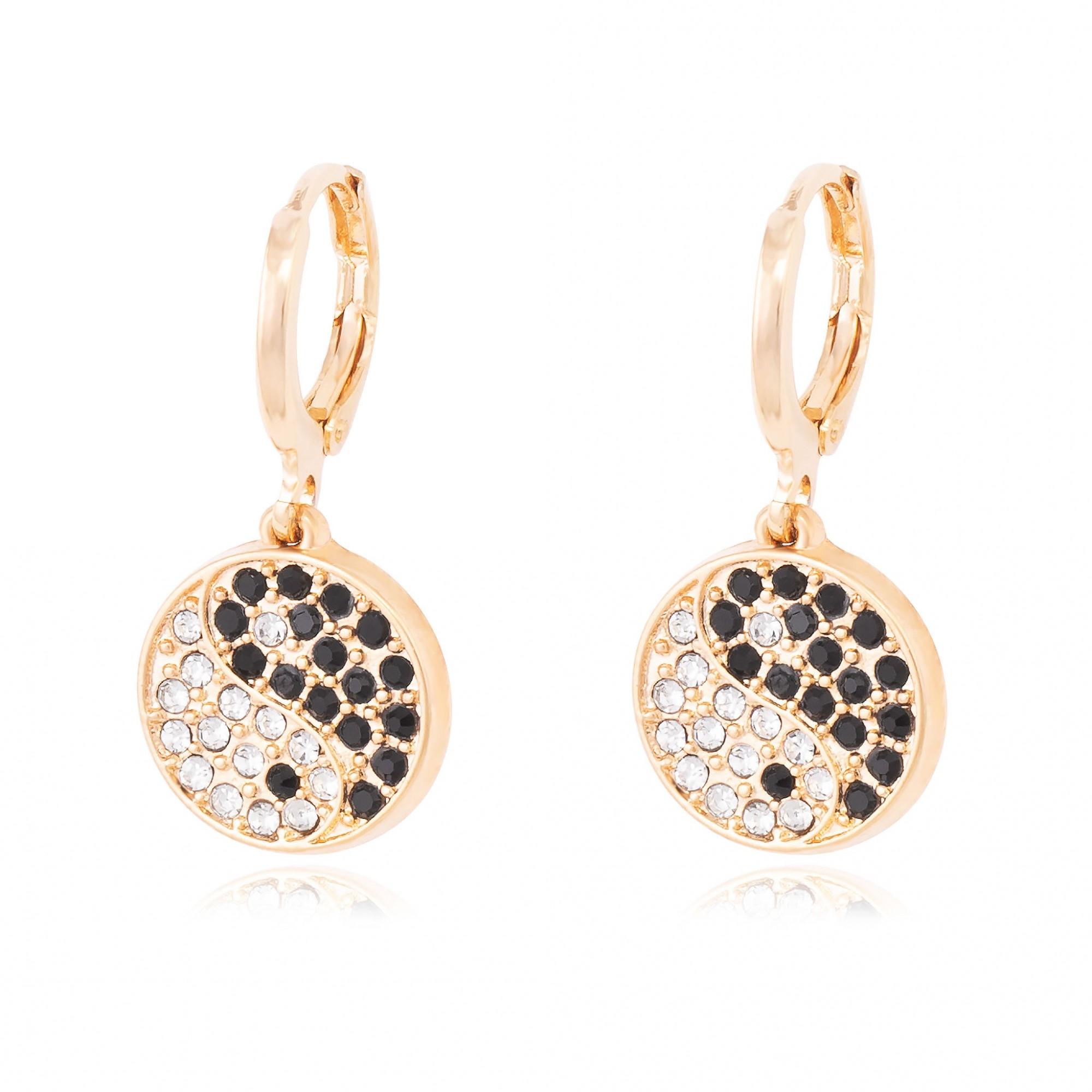 Brinco yin yang de cristais banhado a ouro 18k.  - romabrazil.com.br