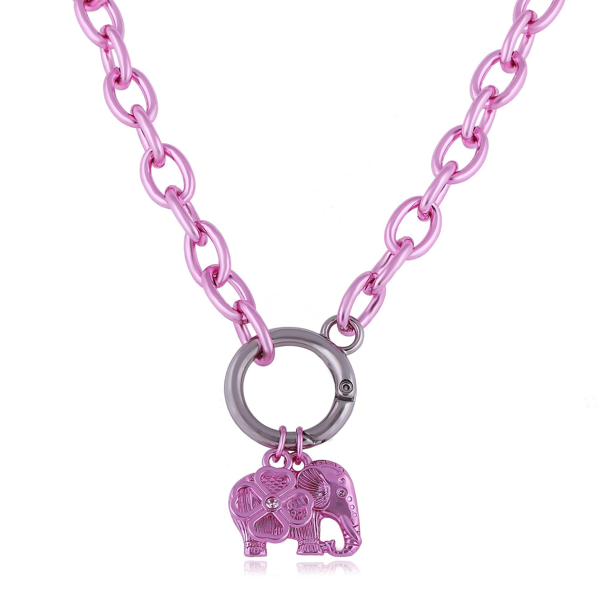 Colar corrente com pingente elefante e trevo banho de verniz cataforético colorido.  - bfdecor.com.br