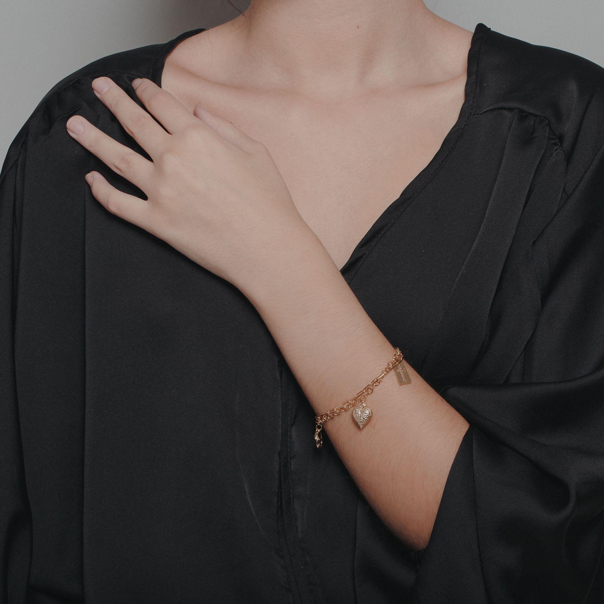 Pulseira com pendentes de coração banhada a ouro 18k.  - romabrazil.com.br