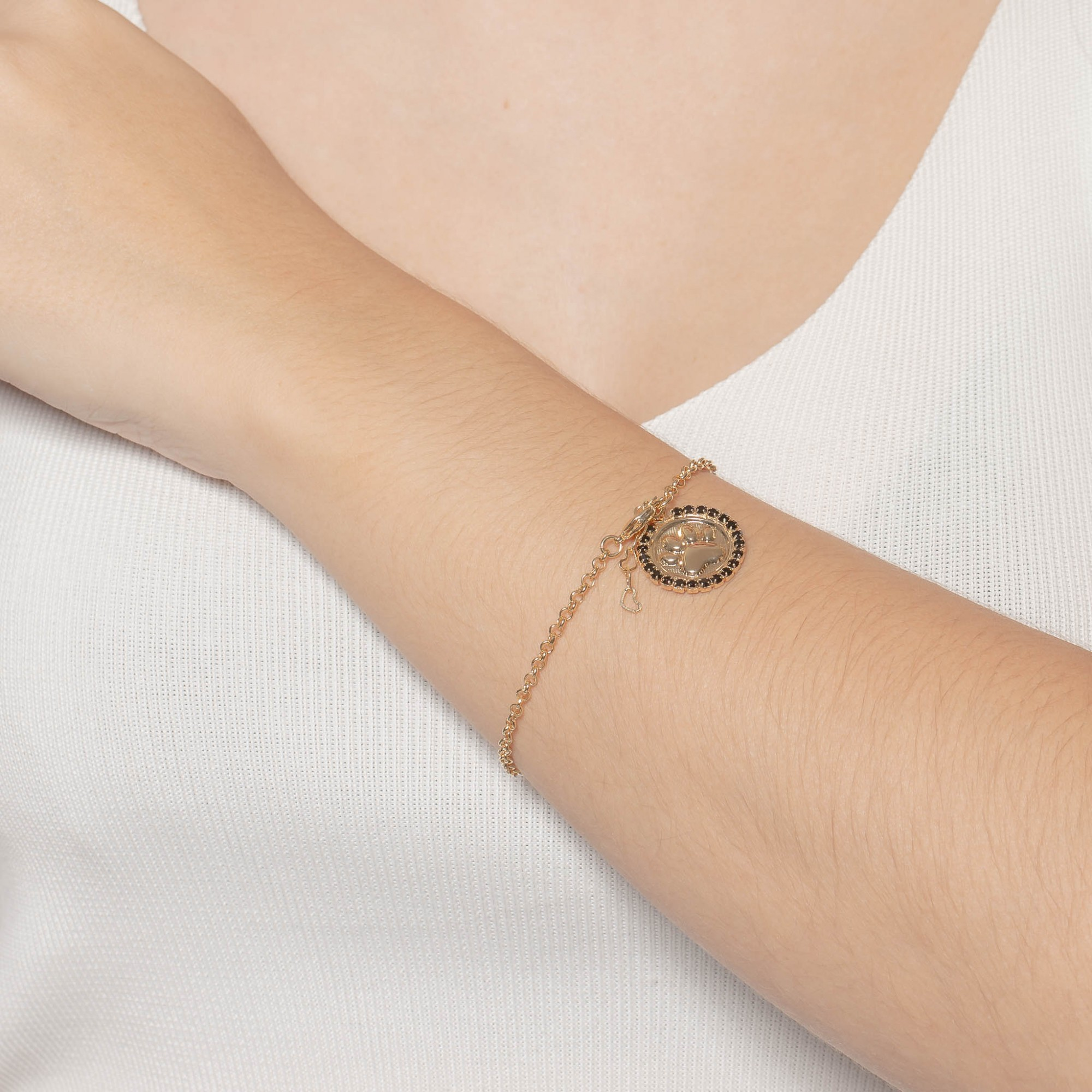 Pulseira pendente de pata com strass preto banhada a ouro 18k.  - romabrazil.com.br