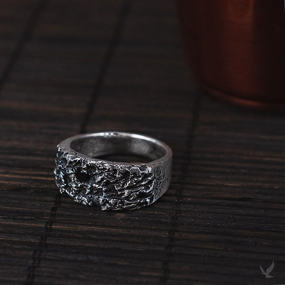 Anel de Prata Rustico com pedra Ônix