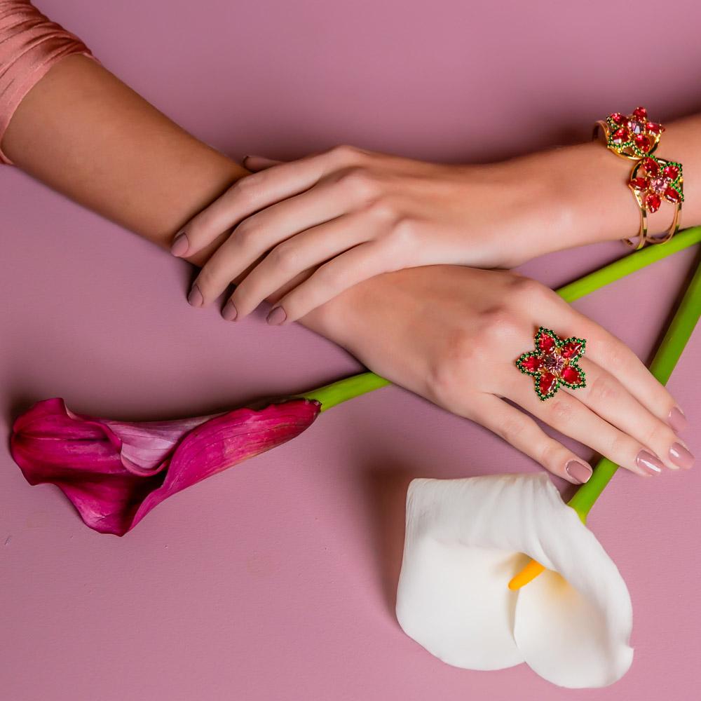 Anel flor em pedra, família miosotis