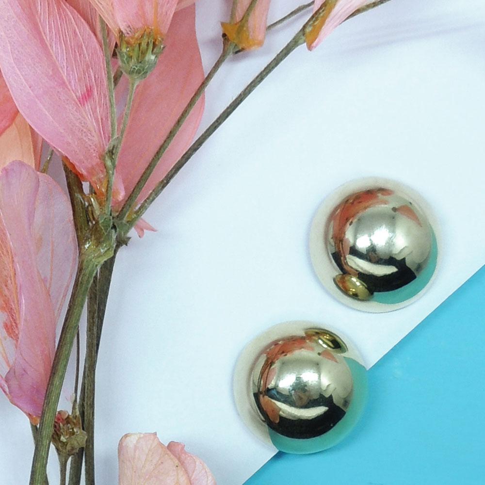 Brinco de botão dourado brilhante, Família Avelã