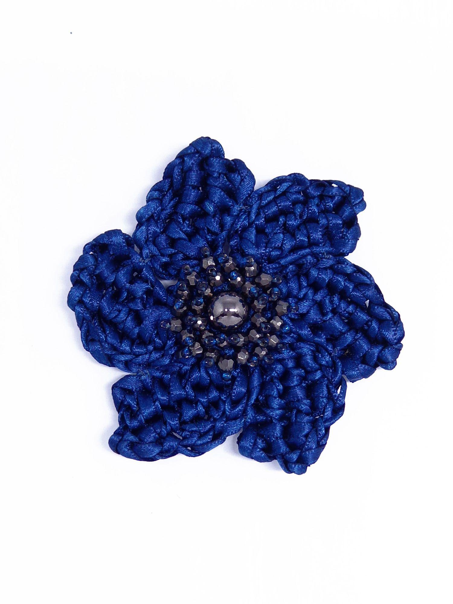 Broche flor crochê de fitas, família essenciais