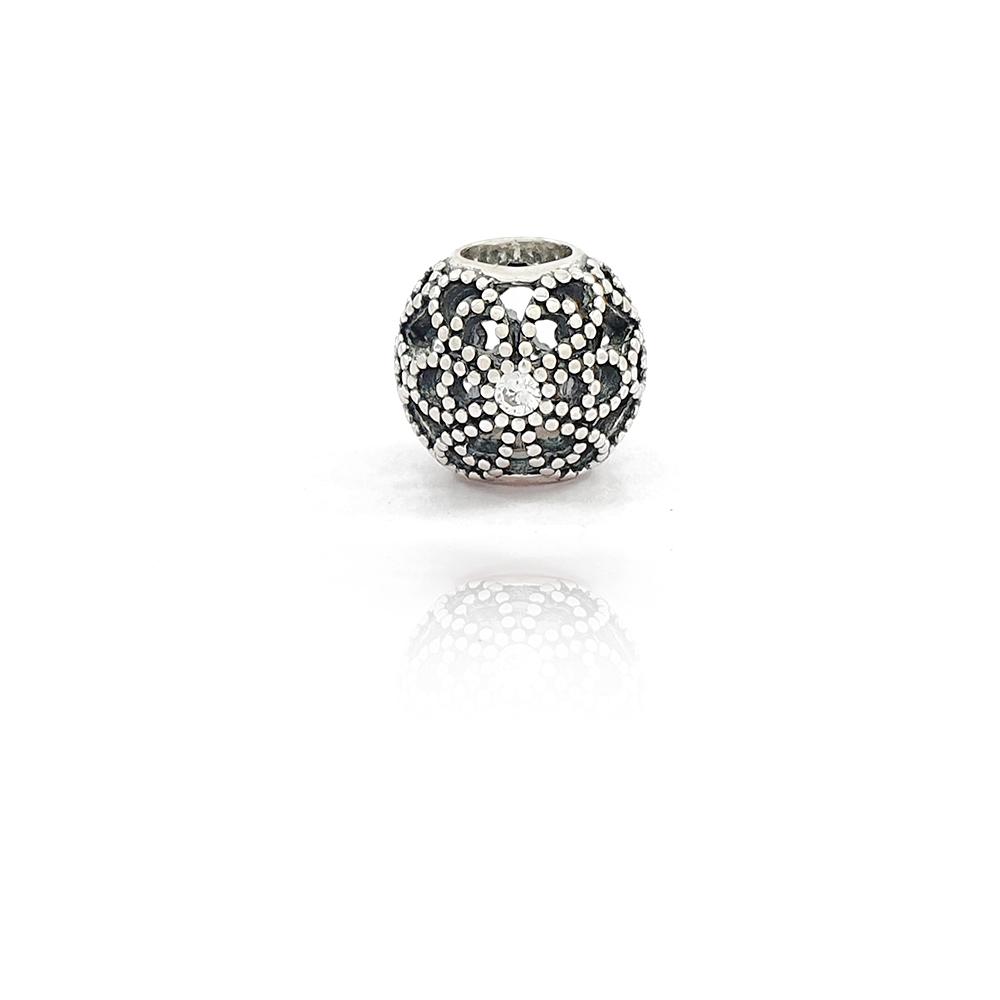Berloque Passante Circular Detalhes em Flor Vazado em Prata 925 - 403037P