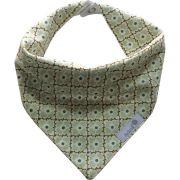 Babador bandana flor coração verde claro