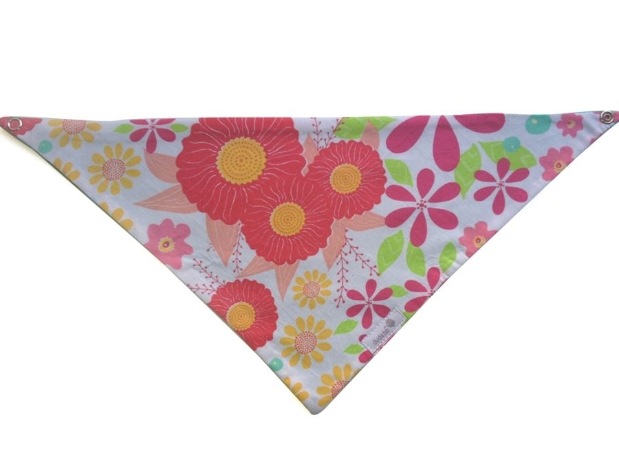 Babador bandana floral rosa