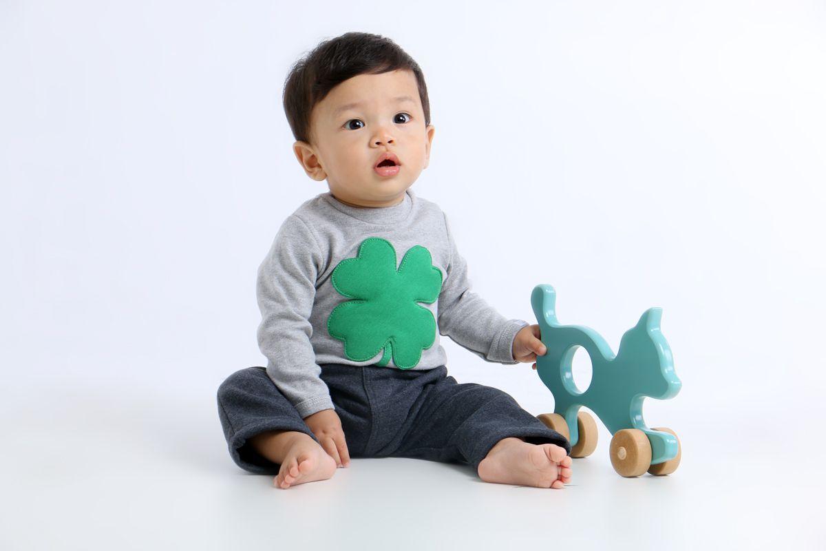 Body bebê unissex trevo manga longa suedine cinza mescla