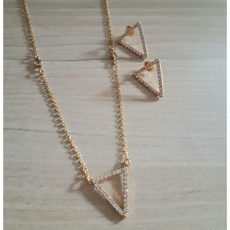 Conjunto Triângulo Strass Folheado em Ouro 18K