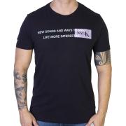 Camiseta Calvin Klein Jeans Life More Interesting - Preta