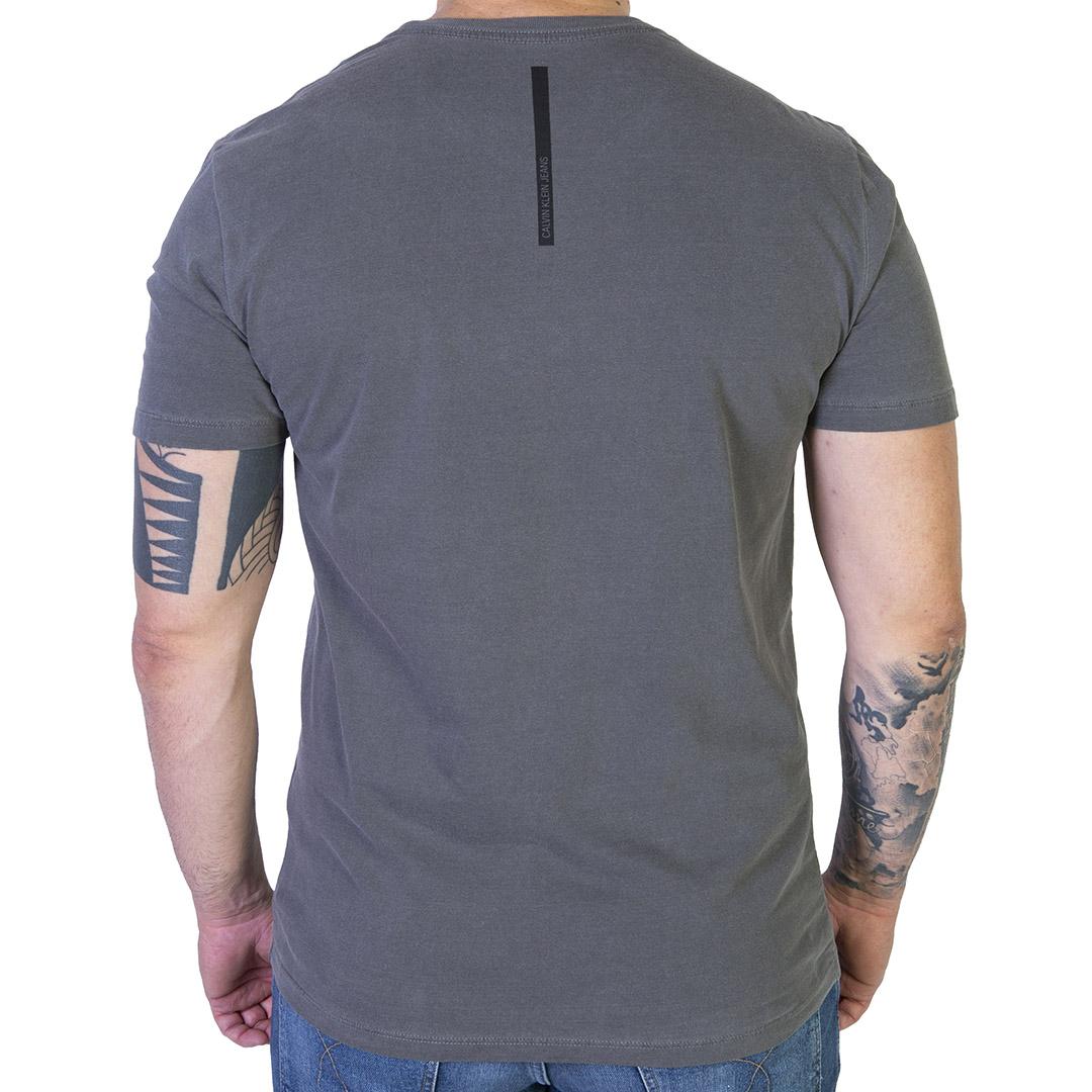 Camiseta Calvin Klein Jeans Logo Básica - Chumbo
