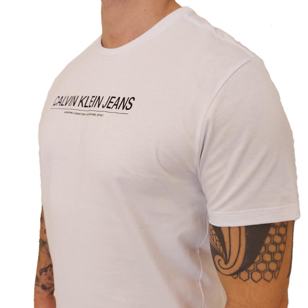 Camiseta Calvin Klein Jeans Sustainable Institucional Manga Curta
