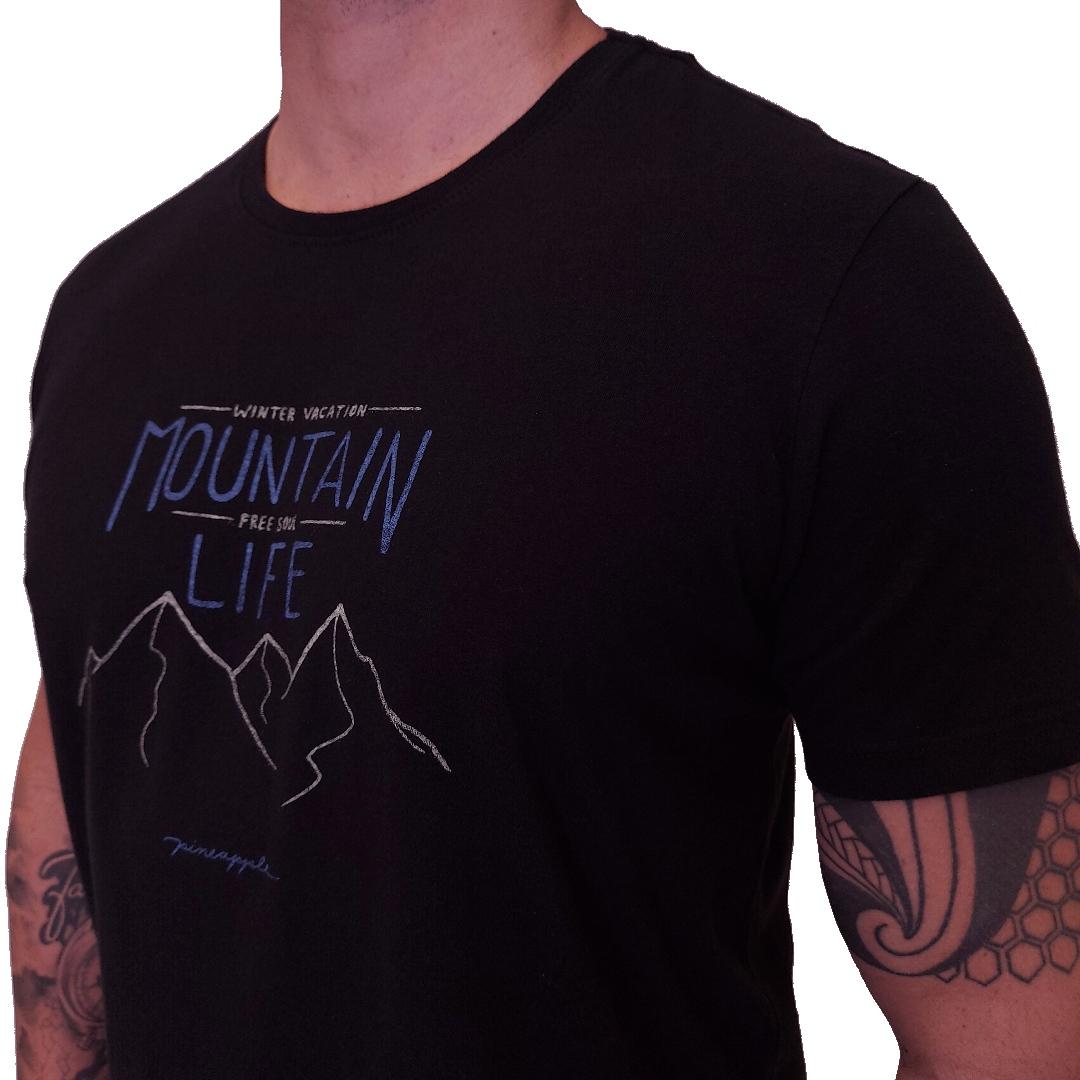 Camiseta Pineapple Mountain Life Manga Curta