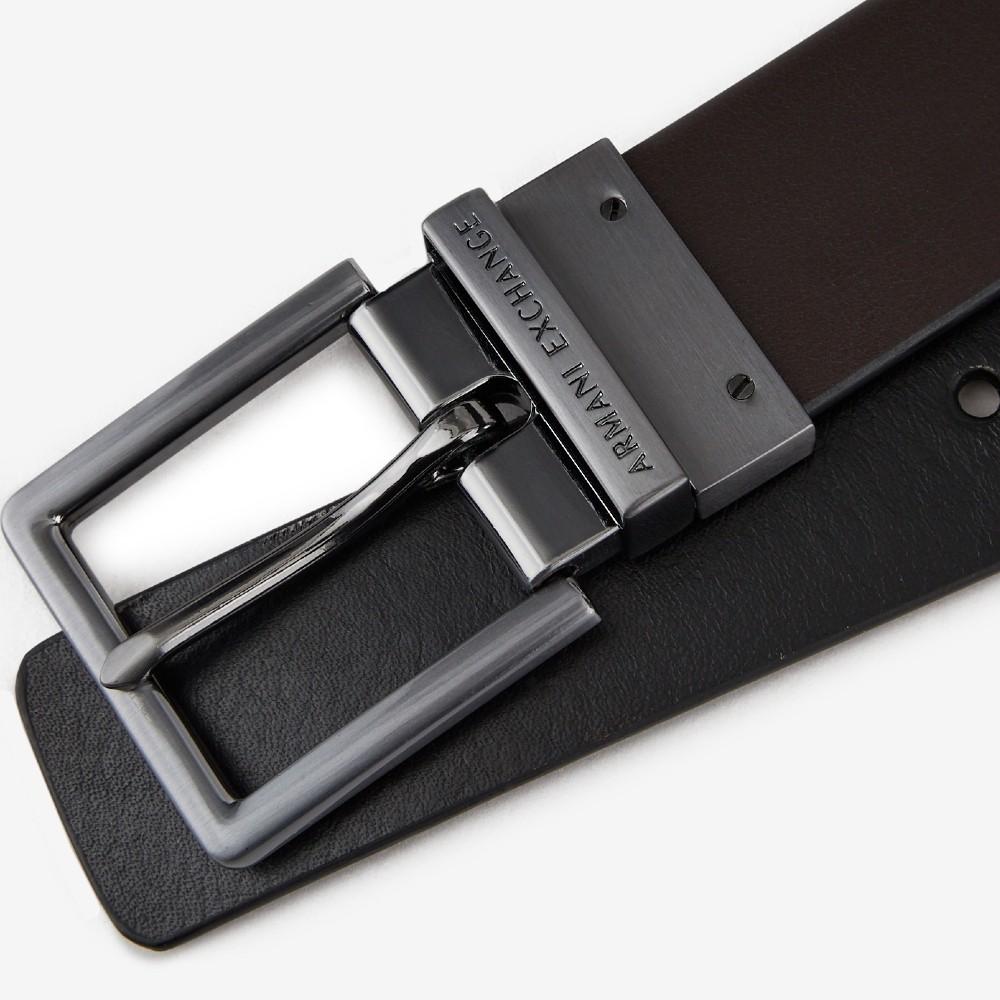 Cinto Armani Exchange de couro martelado dupla face preto/marrom