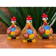 Trio de galinhas decorativas alegre - diversão