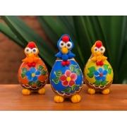 Trio de galinhas decorativas camponesas - avental colorido