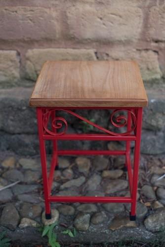 Banco quadrado de madeira e ferro rústico artesanal