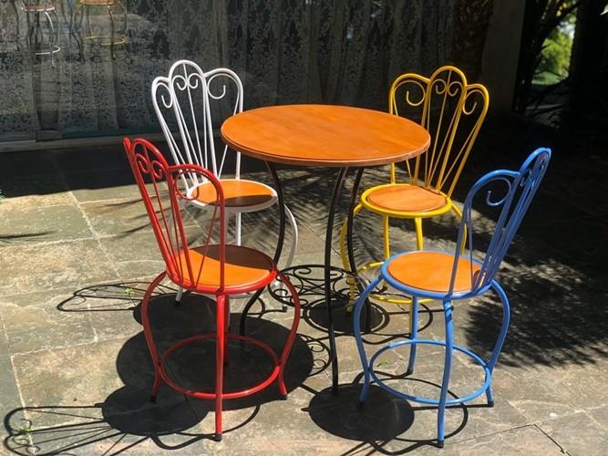 Conjunto com 4 cadeiras colorido vintage rustico artesanal ferro e madeira