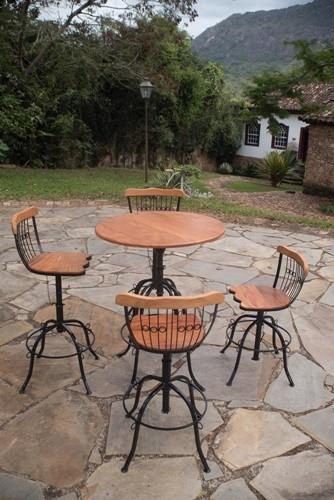Conjunto de mesa bistrô 4 com cadeiras de ferro em madeira rústica artesanal