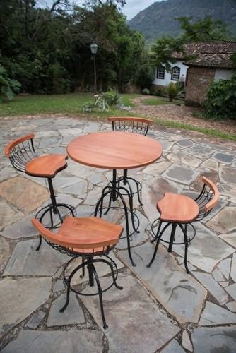 Conjunto de mesa bistrô com 4 cadeiras de encosto baixo e design rústico