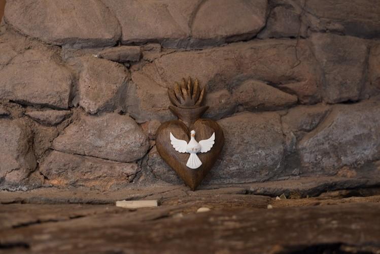 Divino Espírito Santo resplandor de coração encerado de parede pequeno rustico artesasanal