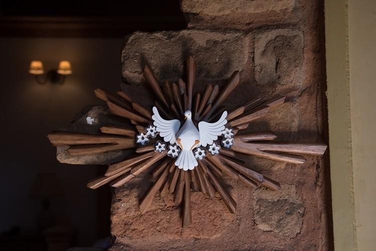 Divino espírito santo resplendor encerado oval madeira rustico artesanal