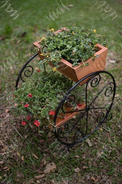 Floreira de jardim com rodas ferro e madeira rustico artesanal