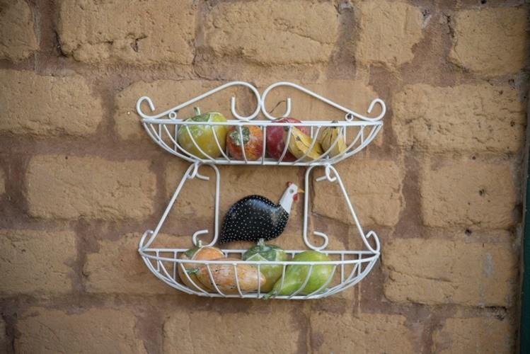 Fruteira 2 andares de parede ferro madeira rustica artesanal
