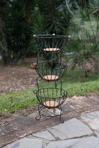 Fruteira de 3 andares redonda pequena ferro madeira rustico e artesanal