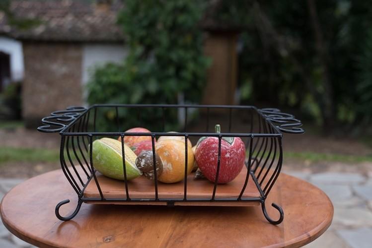 Fruteira de mesa quadrada rustica artesanal ferro e madeira
