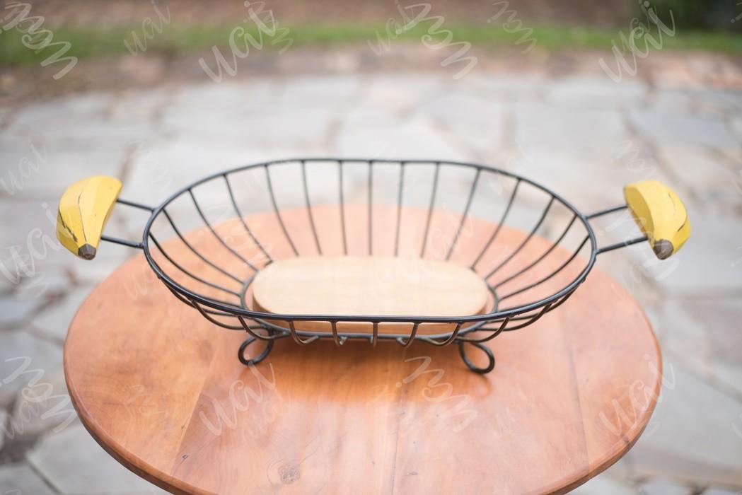 Fruteira de mesa retangular com alça de banana rustica artesanal ferro e madeira