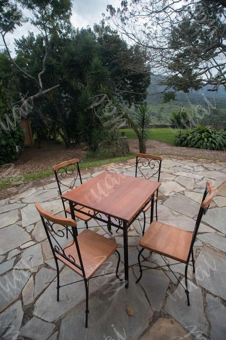 Jogo de mesa quadrado com 4 cadeiras ferro madeira rustico artesanal