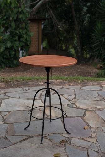 Mesa bistrô de 70cm em ferro e madeira rústica artesanal