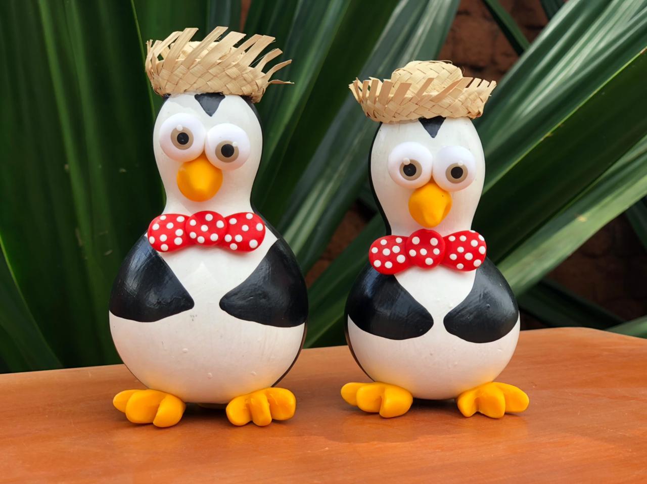 Pinguim decorativo em cabaça