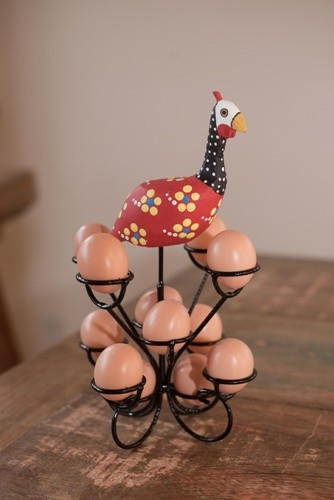 Porta ovo de ferro e madeira rustico artesanal