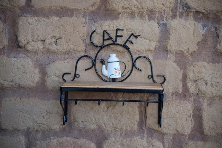 Prateleira porta café pequena rustico artesanal ferro madeira