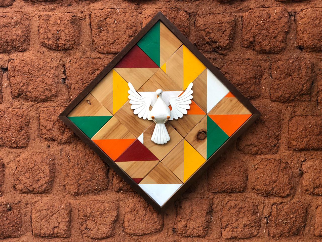 Quadro De Mosaico Divino Espirito Santo Rustico Artesanal