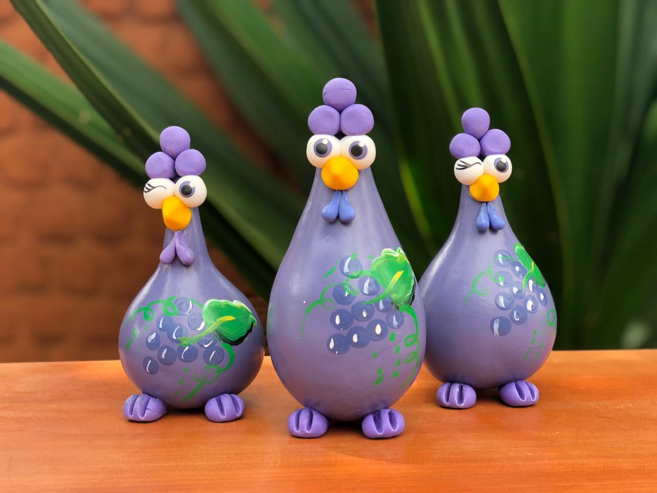 Trio de galinhas em cabaça decorativa uva