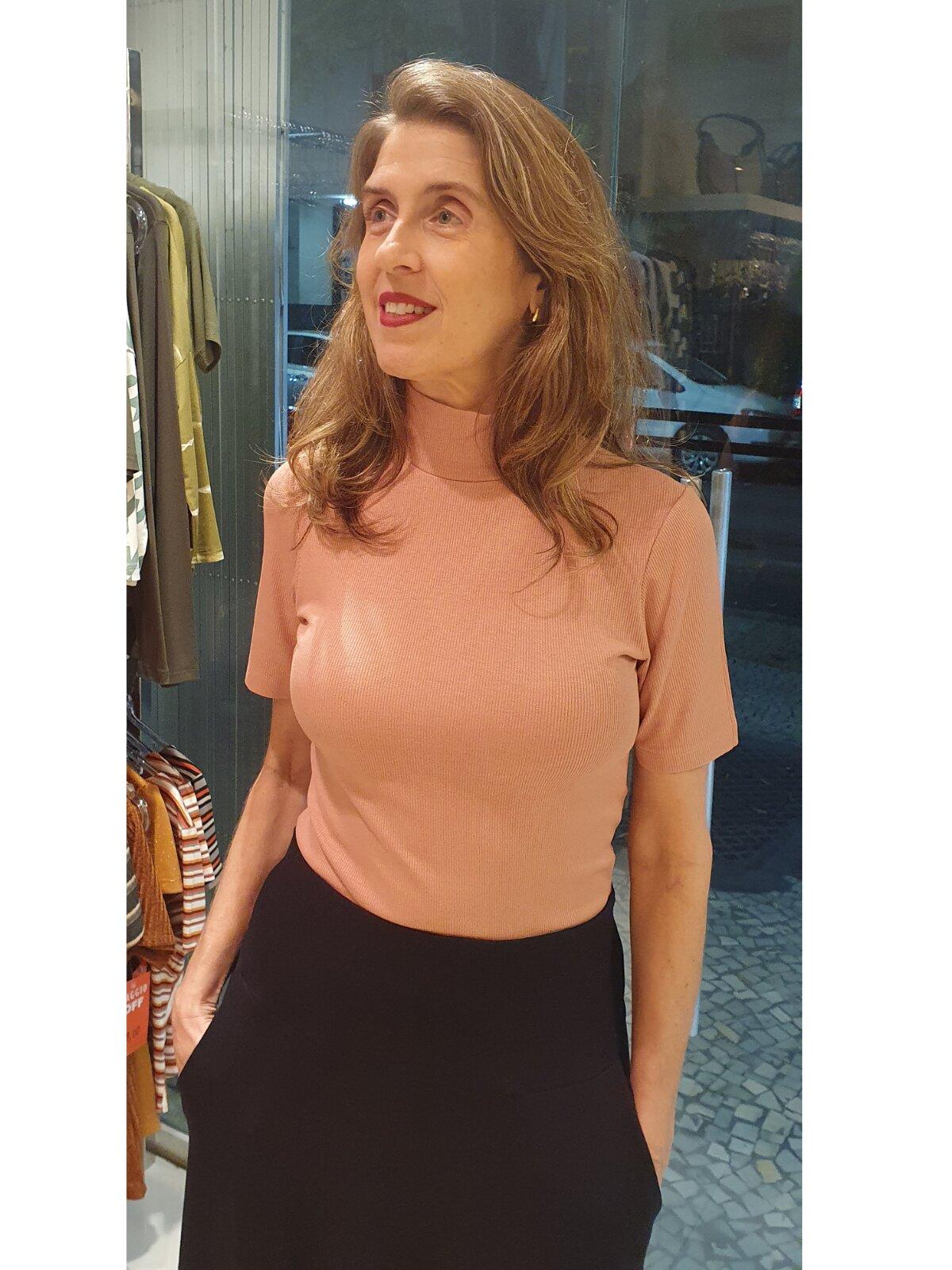 Blusa Canelada de Viscose gola alta