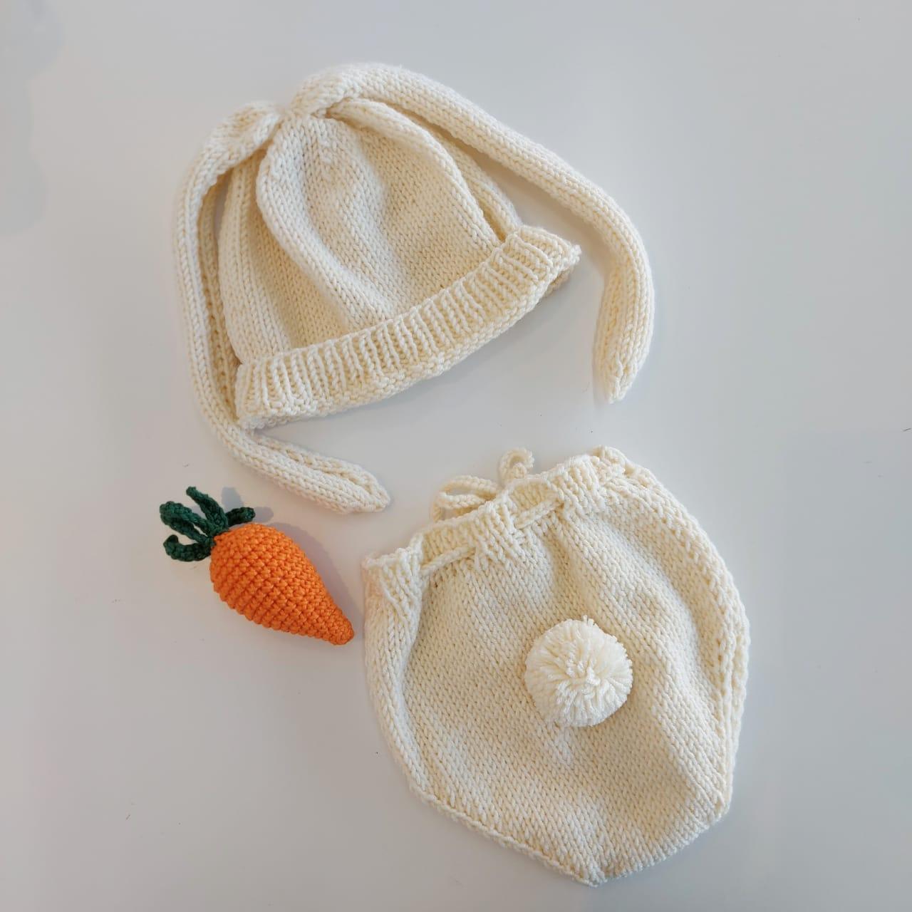 Kit Páscoa - bermudinha, touca com orelhas e cenourinha em tricot feita à mão