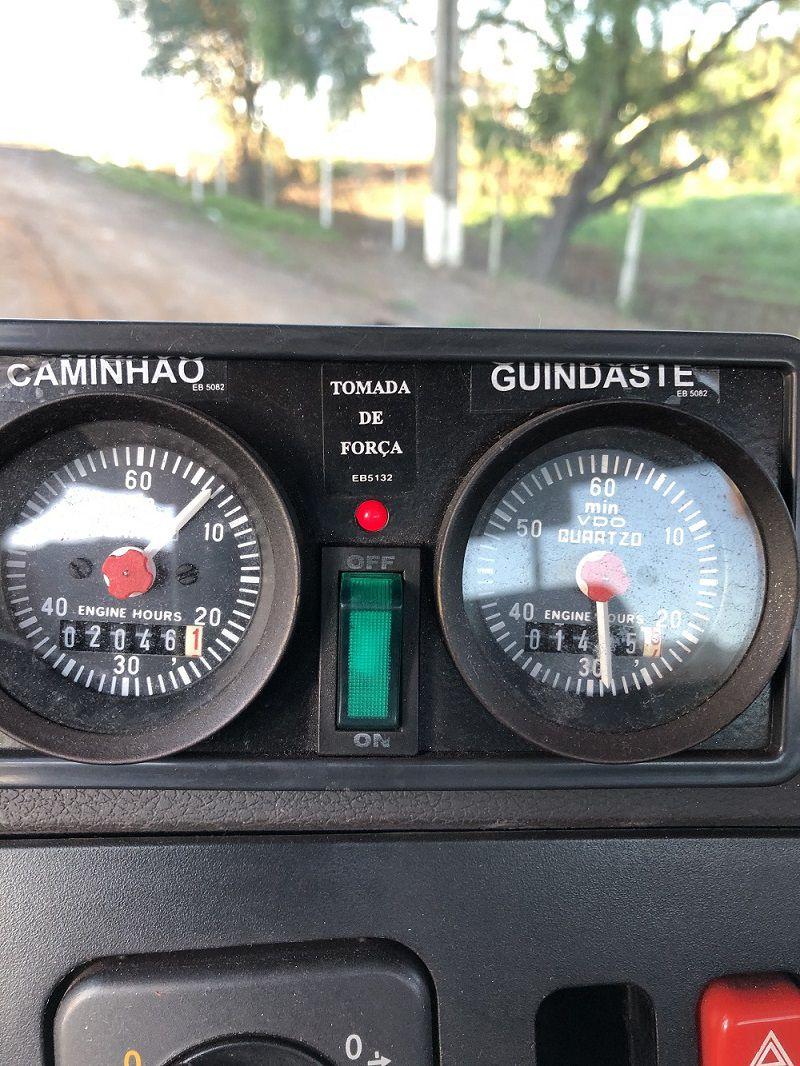 MERCEDES com Guindaste madal MD 300 L