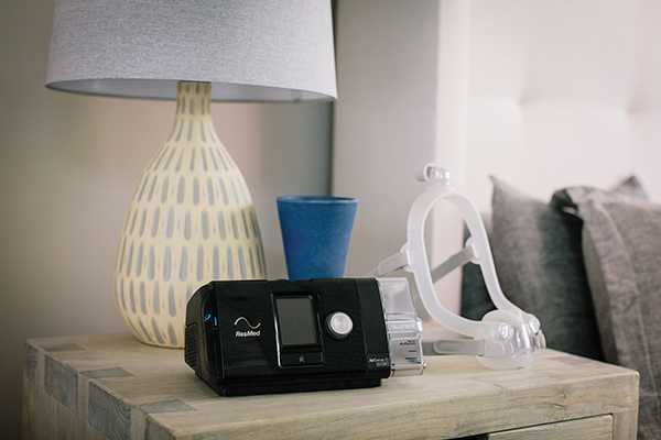 Cpap Airsense S10 AutoSet com umidificador Resmed + Máscara Nasal DreamWisp com almofadas P, M,G Philips
