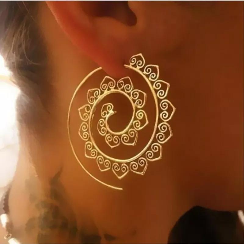Brinco Feminino Espiral Boho Dourado
