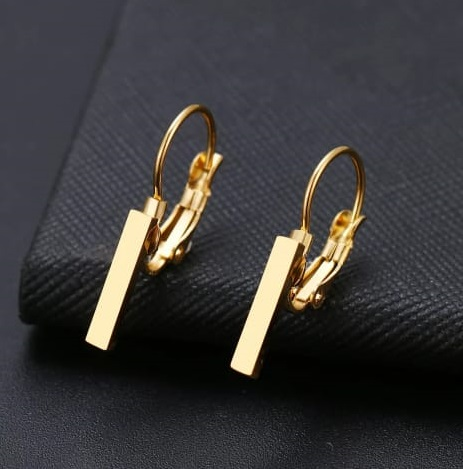 Brinco Feminino Pingente Minimalista Dourado