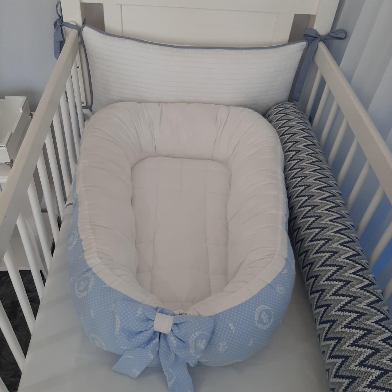Ninho de Bebê redutor de berço Coroa azul bebê com branco