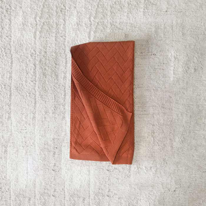 Manta Tricô Tijolinho com Acabamento em Barra | 220 x 90 cm