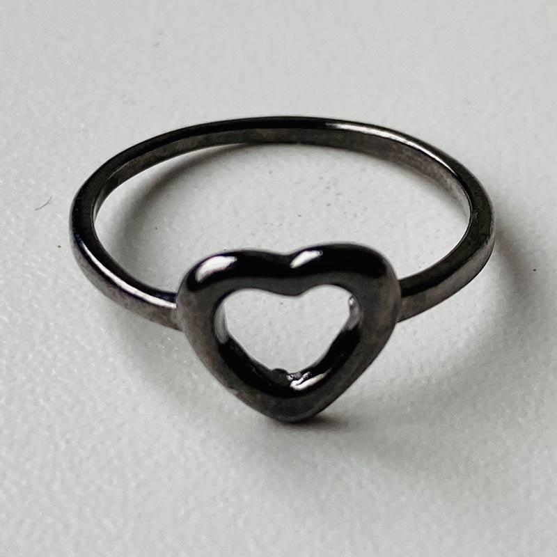 Anel Fino de Coração Ródio Negro