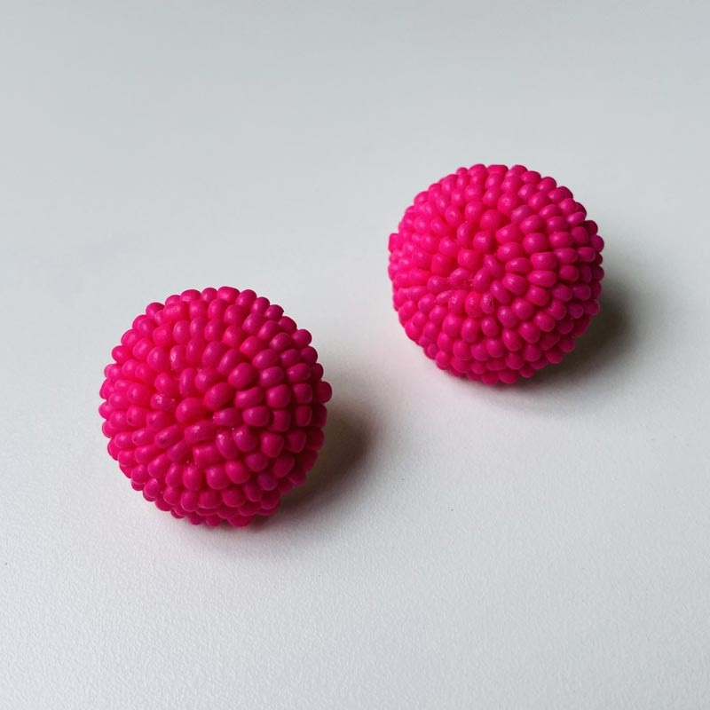 Brinco Botão de Miçangas Pink Folheado Ouro
