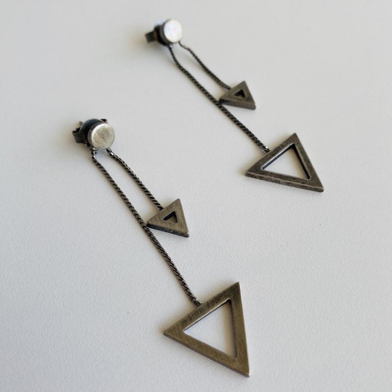 Brinco Feminino de Corrente com Pingente de Triângulos Prata