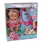 Boneca Betsy Doll Um Dia No Pediatra Rosa - Candide
